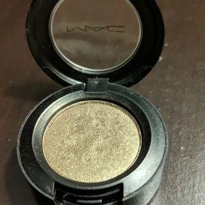 MAC sumptuous olive eyeshadow